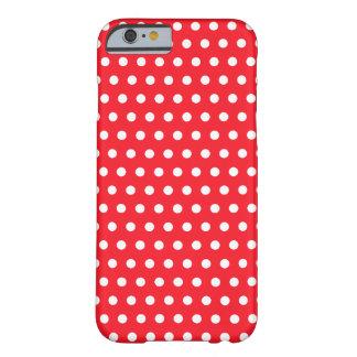 Teste padrão de bolinhas vermelho e branco. capa barely there para iPhone 6