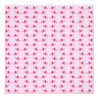 Teste padrão de borboleta bonito no rosa e no convite quadrado 13.35 x 13.35cm