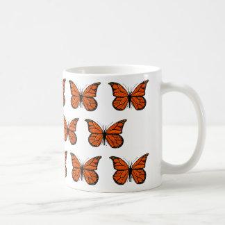 Teste padrão de borboleta do monarca na caneca