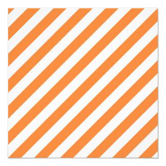 Teste padrão diagonal alaranjado e branco das convite quadrado 13.35 x 13.35cm