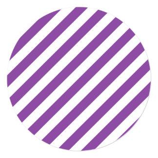 Teste padrão diagonal roxo e branco das listras convite quadrado 13.35 x 13.35cm