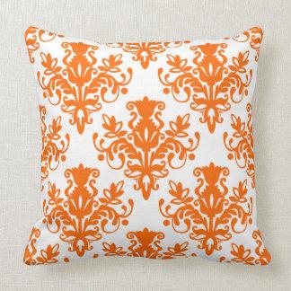 Teste padrão do damasco 02 - laranja no branco travesseiro