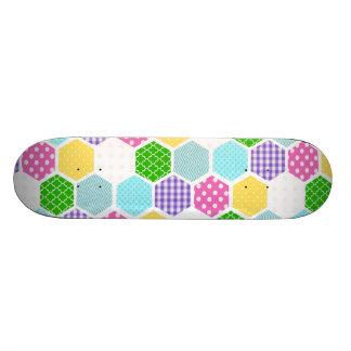 Teste padrão feminino colorido do favo de mel skates personalizados