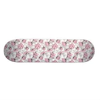 Teste padrão floral feminino do vintage cor-de-ros skates