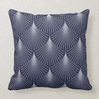 Teste padrão geométrico do art deco branco no azul almofada