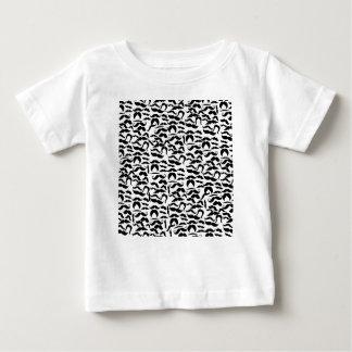 Teste padrão múltiplo das variações do bigode camiseta para bebê