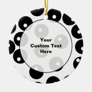 Teste padrão preto e branco à moda do ornamento de cerâmica redondo