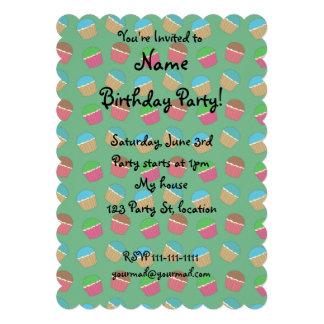 Teste padrão verde do cupcake convites personalizado