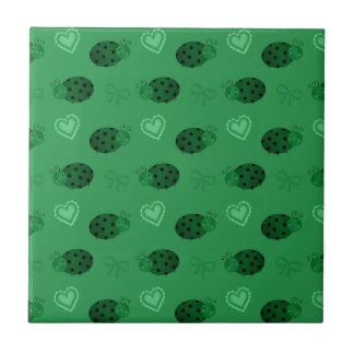 Teste padrão verde dos arcos dos corações dos azulejo quadrado pequeno