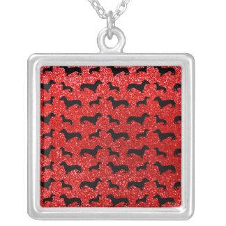 Teste padrão vermelho de néon bonito do brilho do colar com pendente quadrado
