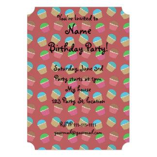 Teste padrão vermelho do cupcake convites personalizado