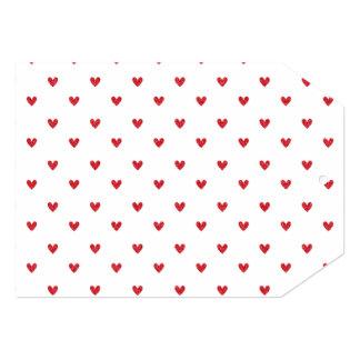 Teste padrão vermelho dos corações do brilho convite personalizados