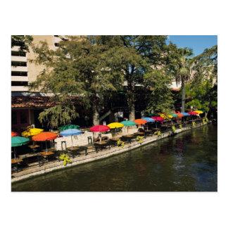 Texas, Riverwalk, jantando na borda do rio Cartão Postal