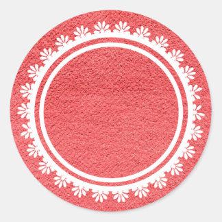 Textura vermelha do tecido com laço branco adesivo