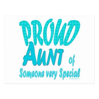 Tia orgulhosa de alguém muito especial cartão postal