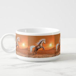 Tigela Cavalo que eleva pelo por do sol - 3D rendem