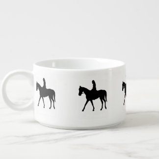Tigela De Sopa Menina no cavalo