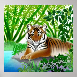 Tigre calmo na floresta de bambu pôsteres