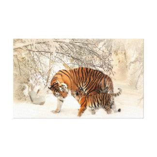 Tigre e filhote na neve impressão em tela