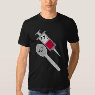 Tiro & colher da agulha da seringa do delírio de t-shirt