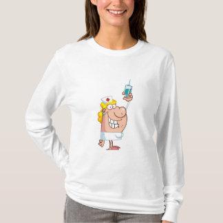 Tiro engraçado da Enfermeira-com-seringa Camiseta