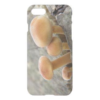 Toadstools em umas capas de iphone do tronco de