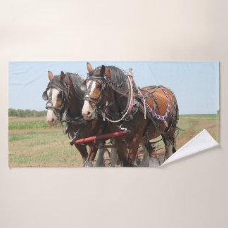 Toalha De Banho Ploughing bonito dos cavalos do clydesdale