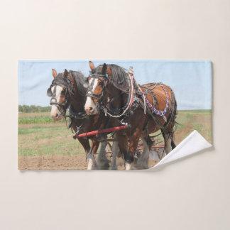 Toalha De Mão Ploughing bonito dos cavalos do clydesdale