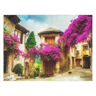 Toalha De Mesa Rua ensolarada velha bonita com árvores roxas