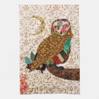 Toalha dourada do damasco da coruja sábia