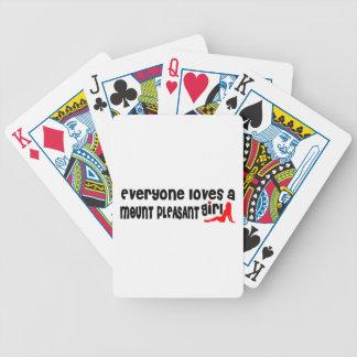 Todos ama uma menina agradável da montagem baralhos de poker