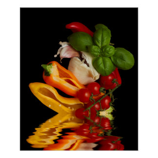 Tomates de cereja vermelhos com manjericão e alho poster