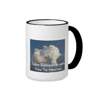 Tome alguém com você à caneca de café do céu