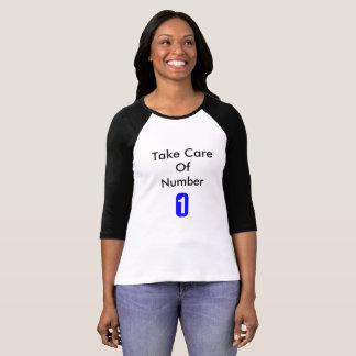 Tome da camisa do Raglan T das mulheres do número