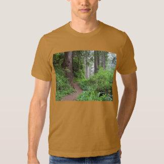 Tome uma caminhada no lado selvagem! t-shirts