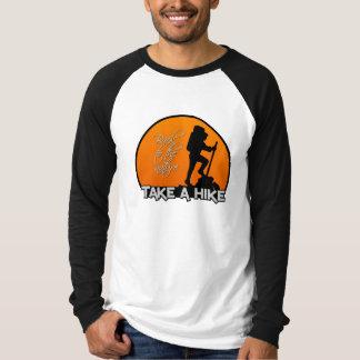 Tome uma camisa da caminhada - personalize
