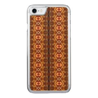 Tons da terra do outono em um design tribal do capa iPhone 7 carved