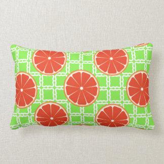 Toranjas brilhantes do citrino do verão em travesseiro