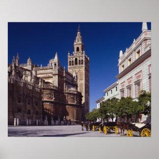 Torre de sino de Giralda e catedral, Madrid, espan Poster
