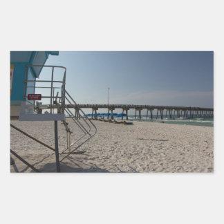 Torre do Lifeguard no cais da praia da Cidade do Adesivo Retangular