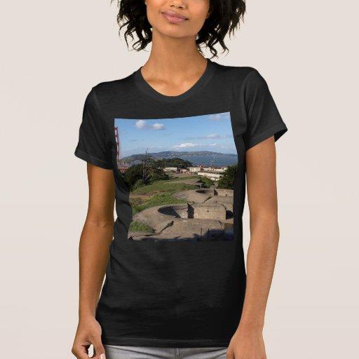 Torretas de arma de Presidio e golden gate bridge Tshirts