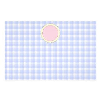 Torta cor-de-rosa. Galdéria da morango. Verificaçã Flyer 13.97 X 21.59cm