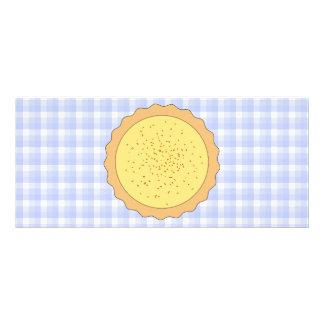Torta do creme. Galdéria amarela, com guingão azul 10.16 X 22.86cm Panfleto