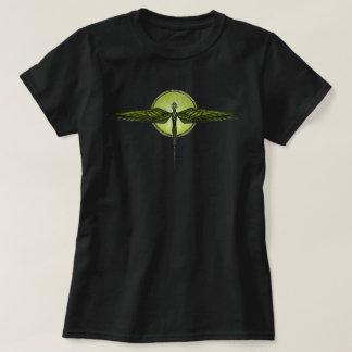 Totem da libélula no t-shirt preto das mulheres camiseta