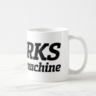 Trabalha em minha máquina (2) caneca de café