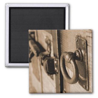 Tração do puxador da porta e Sepia antigos Ímã Quadrado