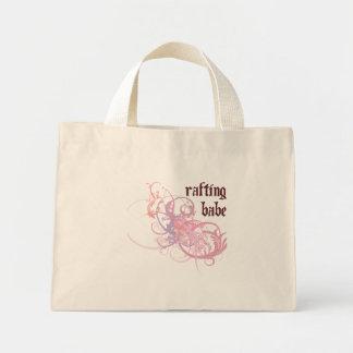 Transportando o borracho bolsa para compras