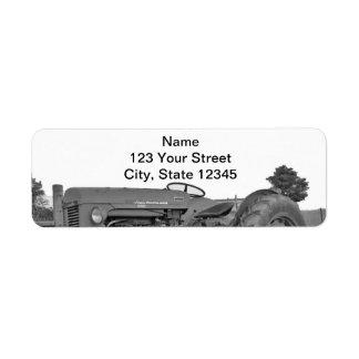 Trator antigo no endereço do remetente preto e bra etiqueta endereço de retorno
