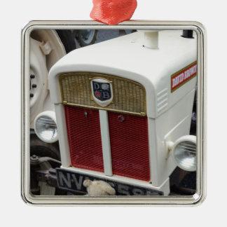 Trator britânico clássico ornamento quadrado cor prata
