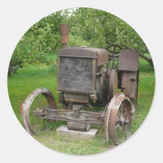 Trator do vintage no pomar de Apple Adesivo